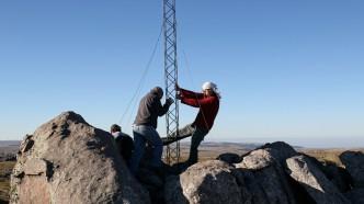 Enderezando la torre, por Julián De La Reta. Alter Mundi en acción.